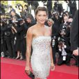 Emma de Caunes : Pétillante et sexy dans sa petite robe bustier !