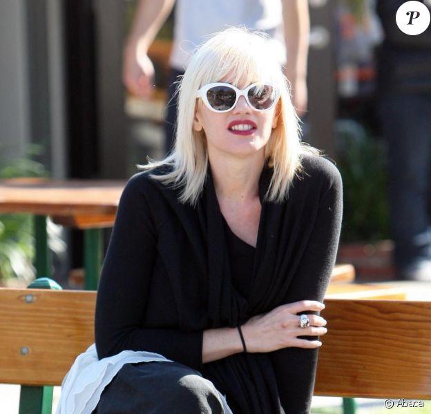 Gwen Stefani dément être enceinte, via une déclaration faite par son attachée de presse à la chaîne E! News.
