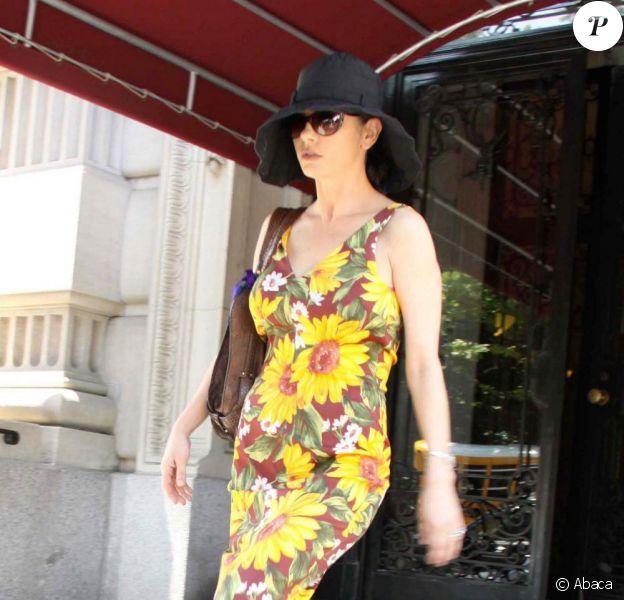 Catherine Zeta-Jones quitte son appartement de New York. 26/05/2010