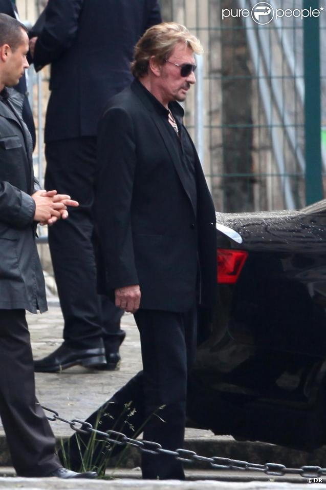 Johnny Hallyday arrive à son rendez-vous avec les experts, à l'hôpital du Kremlin-Bicêtre. 26/05/2010
