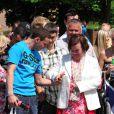Susan Boyle a reçu un accueil plus que chaleureux, samedi 12 juin, lors de son retour à Backburn, en Ecosse, après plusieurs jours d'enregistrement de son second album à Londres.
