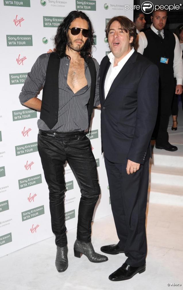 Russell Brand et l'animateur Jonathan Ross, lors de la soirée pré-Wimbledon, à Kensington Gardens, à Londres, jeudi 17 juin 2010.