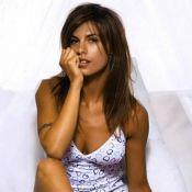 Quand la sculpturale Elisabetta Canalis, girlfriend de George Clooney, joue au mannequin lingerie...