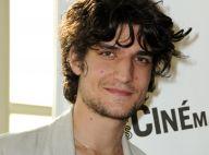 Louis Garrel : Motivé par la qualité de son travail, il ose afficher... un rare et beau sourire !