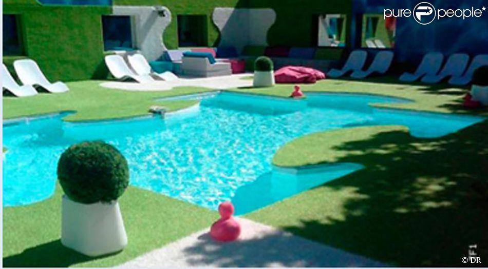 La piscine en forme de pi ce de puzzle for Piscine 62