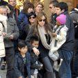 Angelina Jolie avec Zahara, Maddox et Pax Thien