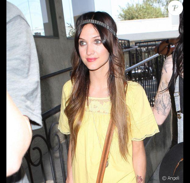 Ashlee Simpson radieuse à Los Angeles, le 19 juillet 2010