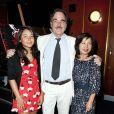 Oliver Stone, sa femme Sun-Jung Jung, et sa fille Tara Stone, lors de l'avant-première de  South of the Border , au Curzon Cinema de Mayfair, à Londres, le 19 juillet 2010.