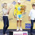 Tom Cruise et Cameron Diaz à l'arrivée de l'étape du Tour de France, à Bordeaux, le 23 juillet 2010.