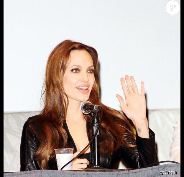 La belle Angelina Jolie, à l'occasion de la présentation de Salt, au Comic Con 2010, à San Diego, en Californie, le 22 juillet 2010.