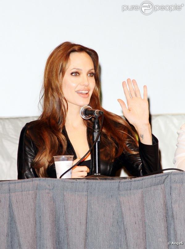 La belle Angelina Jolie, à l'occasion de la présentation de  Salt , au Comic Con 2010, à San Diego, en Californie, le 22 juillet 2010.