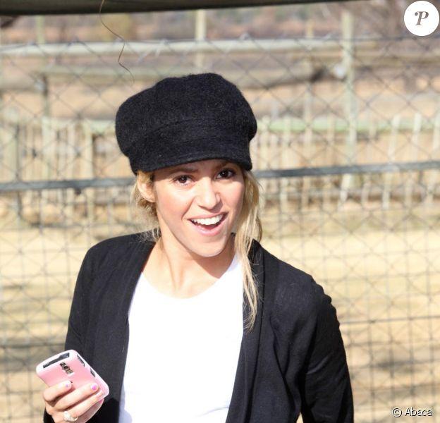 La chanteuse Shakira en Afrique du Sud, a rendu visite à des bébés lions