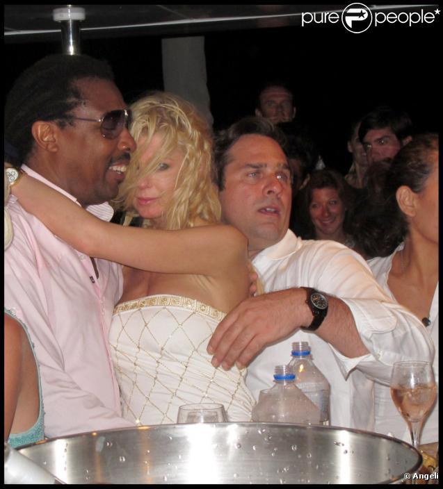 Tara Reid déchaînée sur le yacht de Denise Rich, à Saint-Tropez