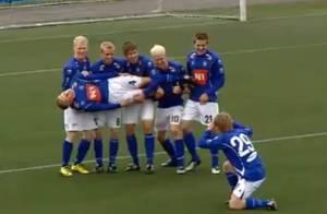 Regardez l'incroyable célébration du but marqué par cette équipe de football ! Génial !