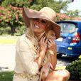La ravissante Pamela Anderson donne de sa personne avec la PeTA pour l'adoption de chiens abandonnés, à la Nouvelle-Orléans, le 2 août 2010.