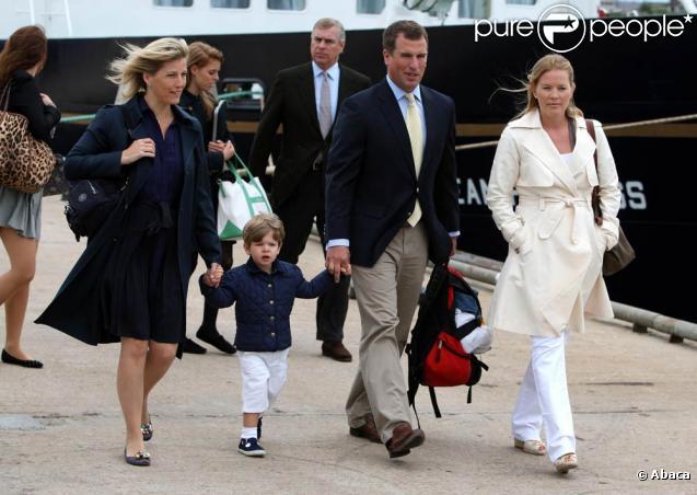 Début août 2010, la famille royale britannique a profité de vacances en toute quiétude au château écossais de Mey. L'occasion aussi de faire le tour des Western Isles. Le prince Charles, faisant bande à part, a aussi fait quelques visites.