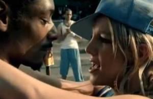 Snoop Dogg : Regardez-le faire un appel du pied à... Britney Spears !