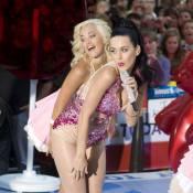 Katy Perry se prend pour une Barbie avec son look et son énorme sucette !