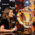 Jade Jagger présente le nouveau flacon du parfum Shalimar, imaginé par  elle-même à l'occasion des 85 ans de la fragrance. 8/09/2010