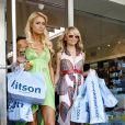 Paris Hilton et Nicole Richie ont bien grandi et sont devenues de véritables shopp'holic !