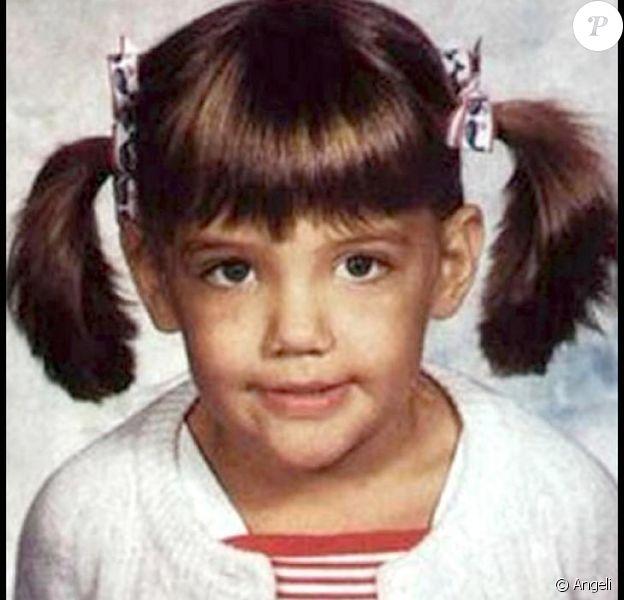 Mais qui est donc cette adorable petite fille avec ses jolies couettes ?