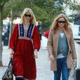 Claudia Schiffer et Stella McCartney rentrent ensemble de l'école où elles ont posé leurs enfants, à Londres