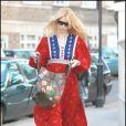 Claudia Schiffer rentre de l'école où elle a déposé son fils, à Londres