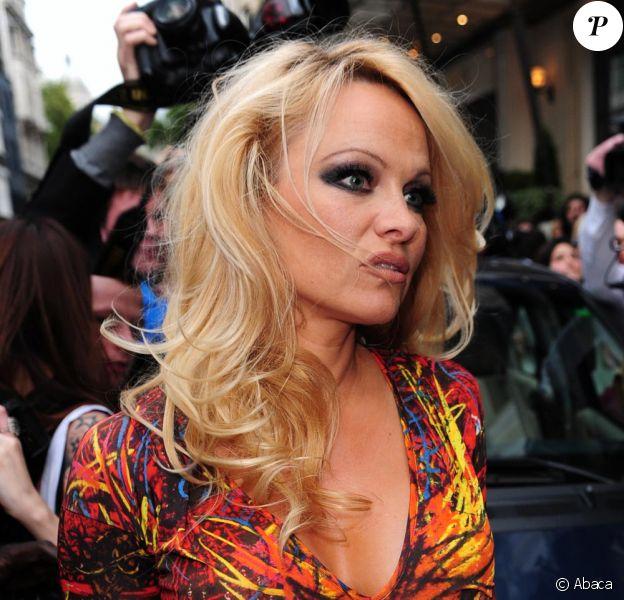 Pamela Anderson lors du défilé Vivienne Westwood à Londres le 19 septembre 2010
