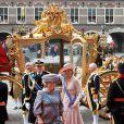 La reine Beatrix, le Prince Willem-Alexander et la princesse  Maxima arrivent en carrosse...