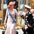 La ravissante princesse Maxima descend du carrosse...