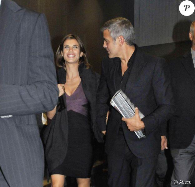 George Clooney et Elisabetta Canalis à la sortie du restaurant Nobu, à Milan. 27/09/2010