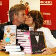 Lisa Rinna et son mari Harry Hamlin présentent leurs livres Starlit et Full Frontal Nudity chez Barnes & Nobel à New York, le 5 octobre 2010