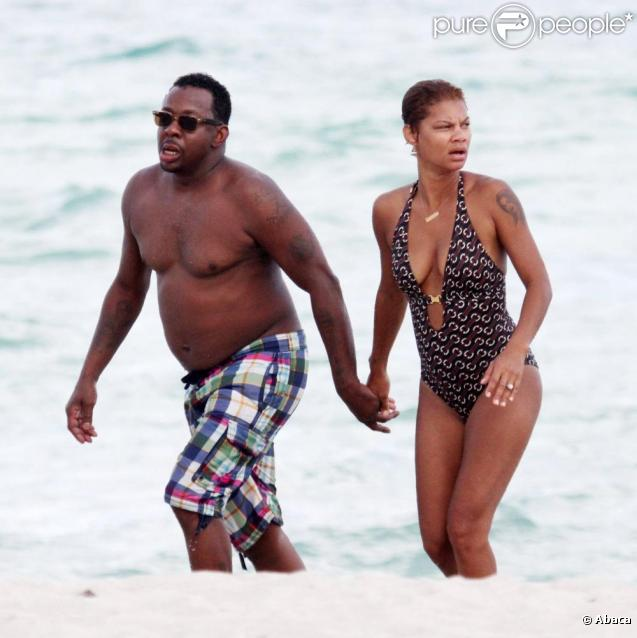 Bobby Brown et sa fiancée Alicia Etheridge à la plage à Miami, le 26 septembre 2010