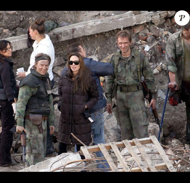 Angelina Jolie sur le tournage de sa première réalisation à Budapest en Hongrie le 14 octobre 2010