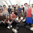 Jamel Debbouze pose avec l'équipe du Jamel Comedy Club, dont le comte de Bouderbala, en 2006