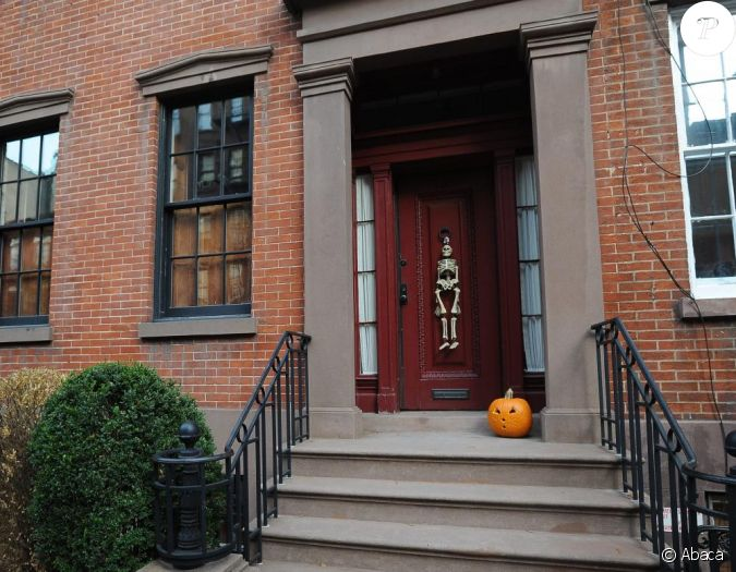 La maison de julianne moore d cor e pour halloween new - Maison decoree pour halloween ...
