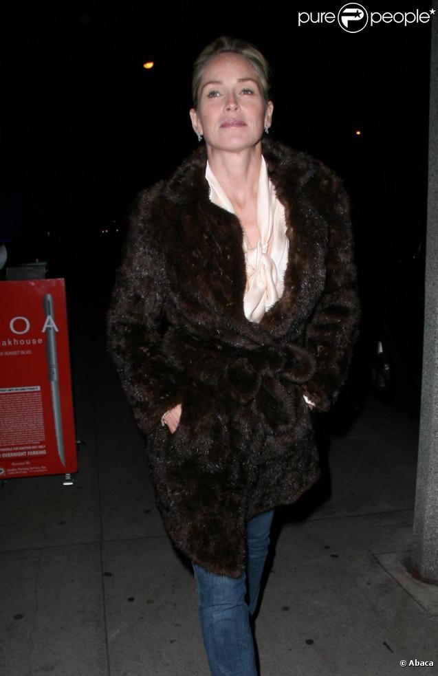 Sharon Stone le soir du 25 octobre 2010 dans les rues de Los Angeles
