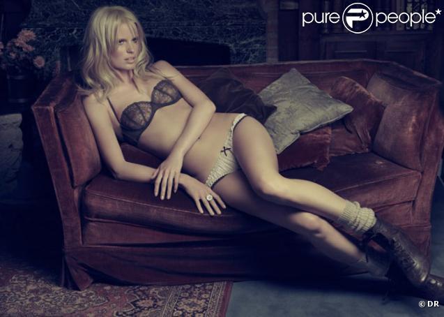 Le top model suédois Caroline Winberg pose pour la lingerie espagnole Blanco