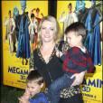 Melissa Joan Hart et ses deux enfants lors de l'avant-première de  Megamind , à l'AMC Lincoln Square Theatre de New York, le 3 novembre 2010.