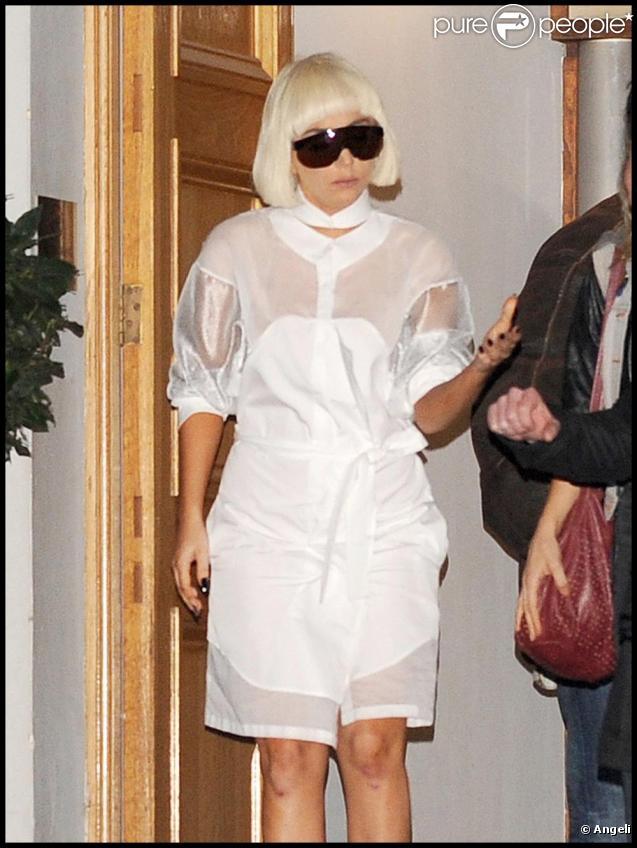 Lady Gaga sort du studio d'Abbey Road, à Londres, le 3 novembre 2010