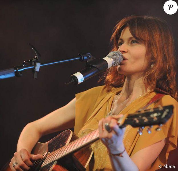 En octobre 2010, Axelle Red signe chez Naïve Records. Son nouvel album (en français) est annoncé pour mars 2011.