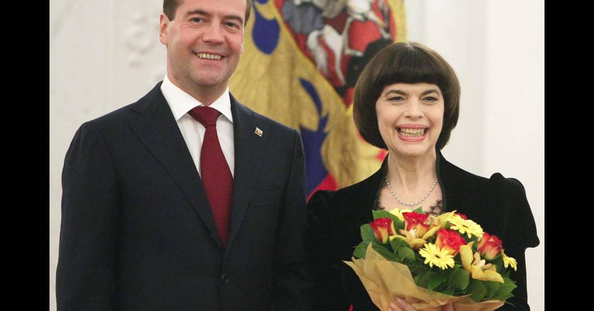 Mireille Mathieu Est Très Officiellement Lamie De La Russie