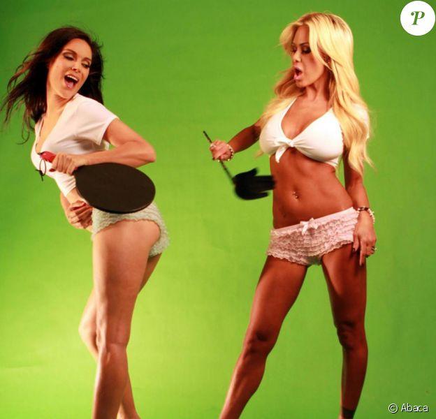 Shauna Sand et Anna Garcia, sur le tournage de leur clip Everybody wants to be a porn star, le 9 octobre 2010.