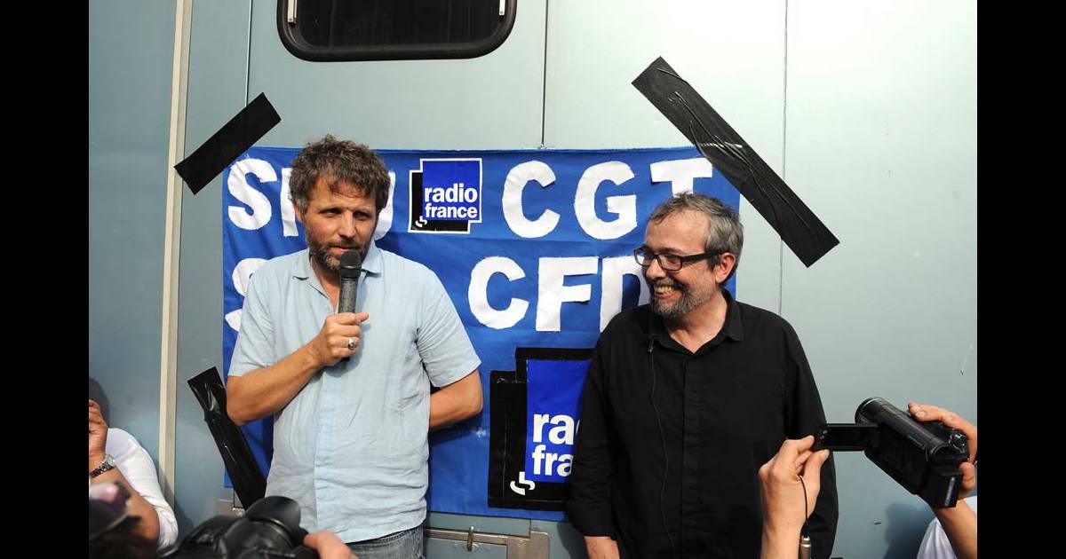 St phane guillon et didier porte manifestation devant radio france 1er juillet 2010 - Didier porte france inter ...