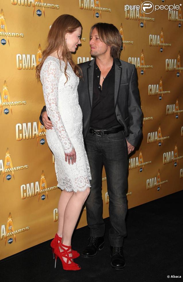 Les CMA Awards, le 10 novembre 2010 à Nashville, ont attiré de nombreuses stars au sommet de leur art : parmi elles, Nicole Kidman et son mari Keith Urban.