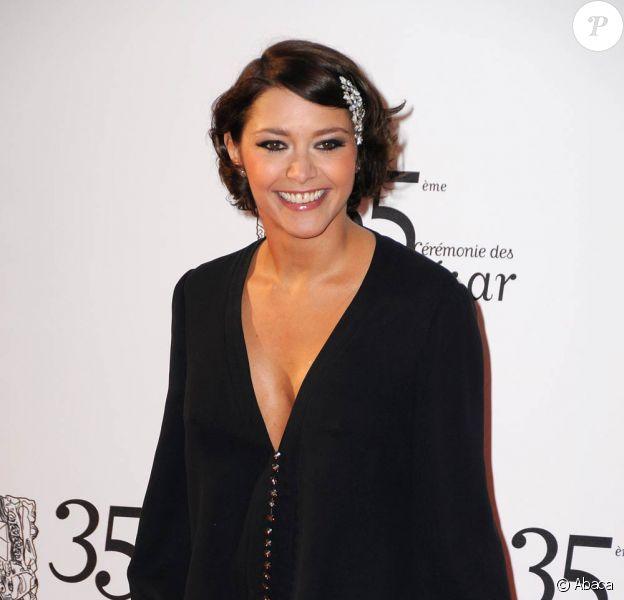 La très jolie Emma de Caunes devient lesbienne le temps d'un téléfilm pour France 2.