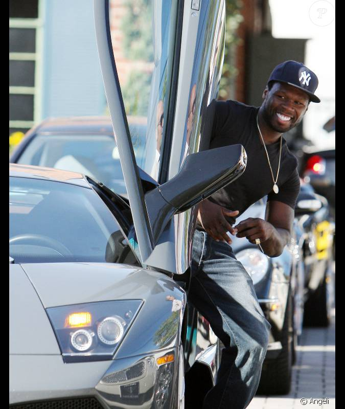 50 cent est los angeles pour se trouver une jolie voiture une lamborghini serait une bonne. Black Bedroom Furniture Sets. Home Design Ideas
