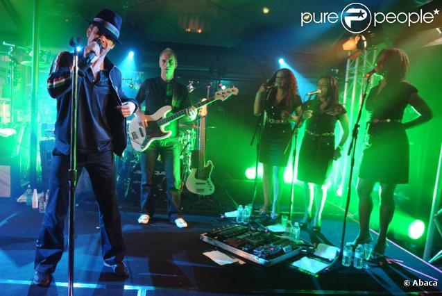 Jamiroquai était en concert à l'Arc, à Paris, le 15 novembre 2010, pour présenter à l'occasion d'un show privé ultra-groovy son nouvel album :  Rock Dust Light Star .