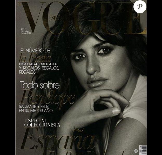 Penélope Cruz fait la couverture du Vogue Espagne décembre 2010.