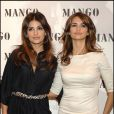 Penélope Cruz et Monica Cruz au lancement de leur collection Mango en 2008.
